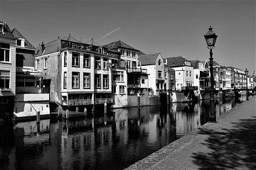 Historische Innenstadt von Gorinchem in Schwarz-Weiß von Maud De Vries