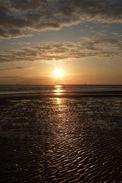 Zonsondergang aan het strand van Anouk Davidse