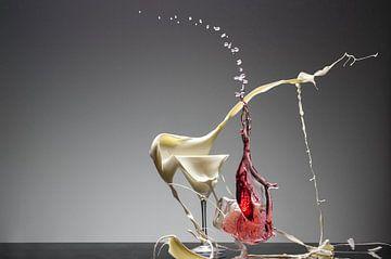 Gebroken Glas melk en wijn van Dick Dekkers