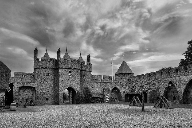 Theme: B/W Castle Doornenburg, Doornburg, The Netherlands van Maarten Kost