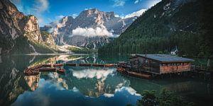 Pragser Wildsee in den Dolomiten am Abend von Jean Claude Castor