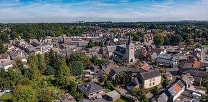 Panorama aérien du village-église de Simpelveld dans le sud du Limbourg. sur John Kreukniet