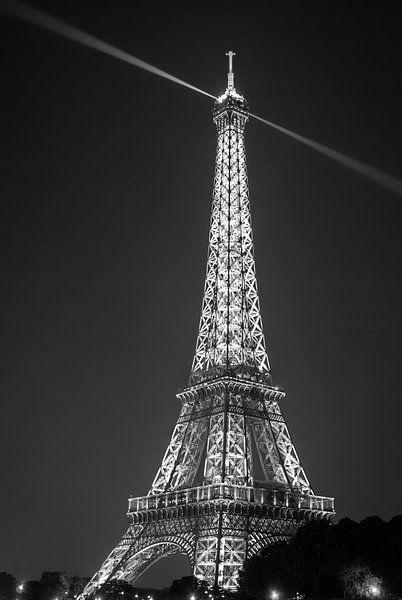 Eiffeltoren bij nacht (zwart-wit) van Martijn Kort