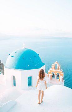 Uitzicht op de zee in Santorini, Griekenland van Dymphe Mensink