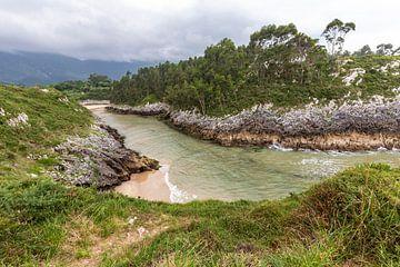 Playa De Guadamia in Asturië van Easycopters