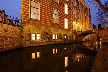 Paushuize aan de Kromme Nieuwegracht in Utrecht van Donker Utrecht