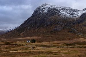 Einsame Hütte, Glencoe Schottland von Bob Slagter