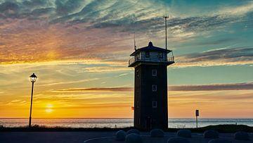 Huisduinen  mit dem alten Küstenwachturm von eric van der eijk