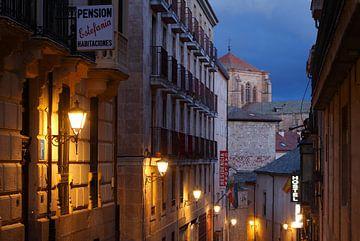 Gasse, Pensionsschild, Kirche und Kloster San Esteban, Convento e iglesia de San Estéban, Salamanca, von Torsten Krüger