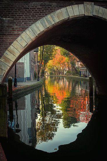 Vollersbrug over de Oudegracht in Utrecht in de herfst