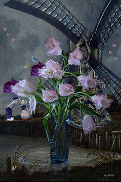 Stilleven  vaas met roze paarse tulpen en molen in de stijl van de Hollandse  meesters van ina kleiman