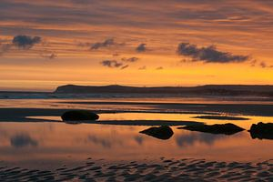 Opaalkust kleurrijke zonsopkomst