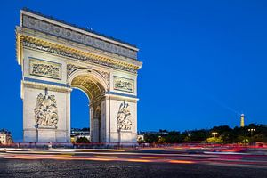 Arc de Triomphe bij avondlicht van