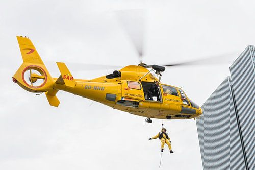De Rotterdam met SAR helikopter in Rotterdam