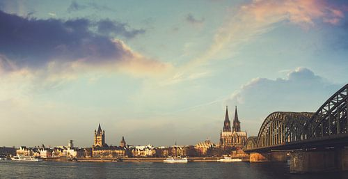 Cologne with Cathedral Panorama van Dirk Wüstenhagen