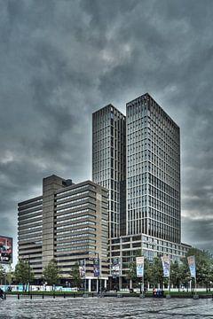 Rotterdam Met donkeren wolken  von Maurice Looyestein