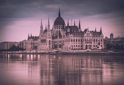 Het parlement bij dageraad van
