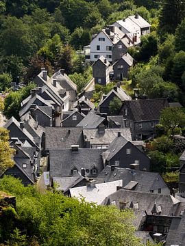 Monschau in de Eifel 4 van Jörg Hausmann