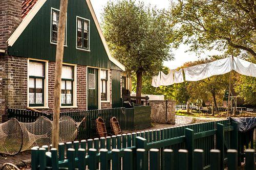 Typische Nederlandse vissers huisje uit vollendam, urk of marken