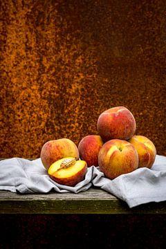 Perziken op servet van Susan Lambeck