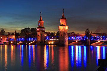 Berlin Oberbaumbrücke in besonderem Licht von Frank Herrmann