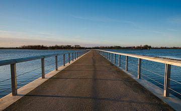 Brug over een uitloper van de rivier de IJssel van Michel Knikker