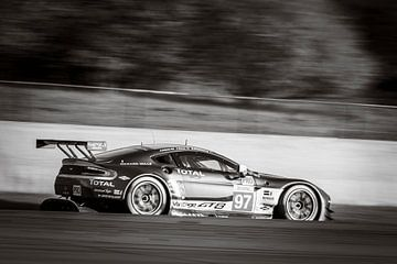 Aston Martin Racing Aston Martin Vantage V8 fährt durch Pouhon von Sjoerd van der Wal