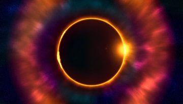 Totale zonsverduistering diep in de ruimte van