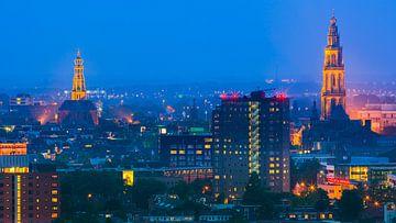 Groningen während der blauen Stunde mit Blick auf das Zentrum.