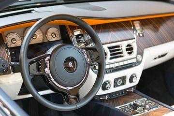 Holz-Armaturenbrett auf einer Rolls-Royce Dawn von Sjoerd van der Wal