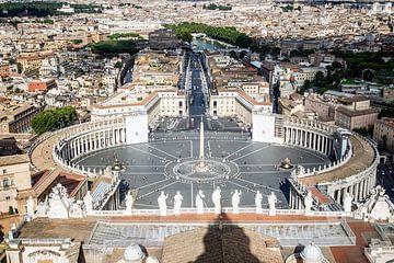 uitzicht op het sint pietersplein in Rome van Eric van Nieuwland