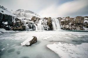 IJsland Waterval in de winter van road to aloha