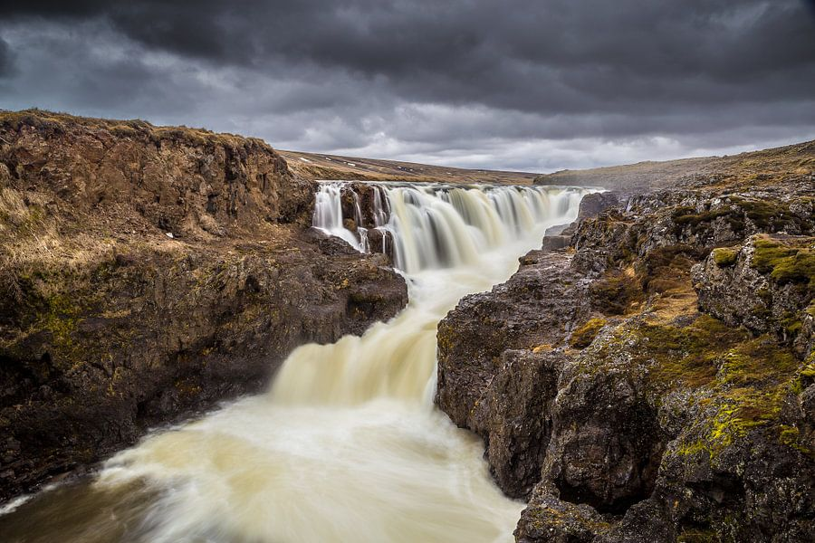 Waterval in IJsland van Chris Snoek