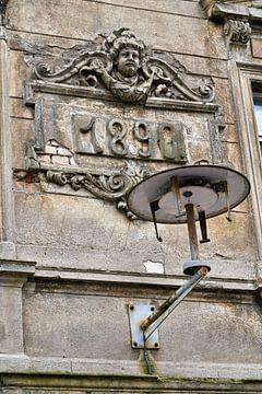 Gevel van een oud huis in Maagdenburg van Heiko Kueverling