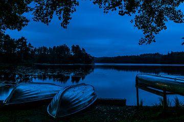 Bootjes bij een meer in zuid Zweden von arjan doornbos