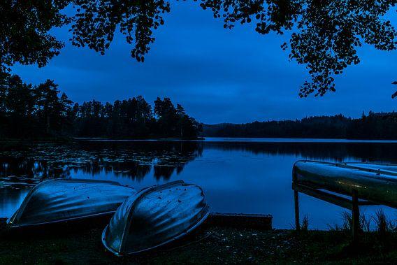 Bootjes bij een meer in zuid Zweden