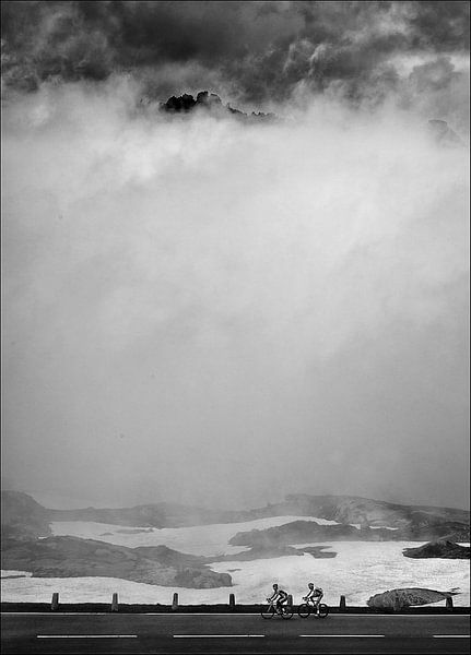 Bergfietsers   Grimselpass  van Fons Bitter