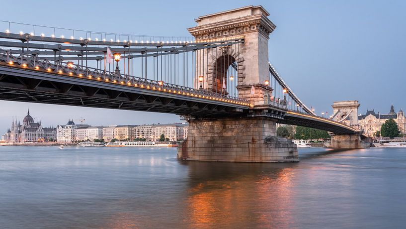 The Chain Bridge van Scott McQuaide