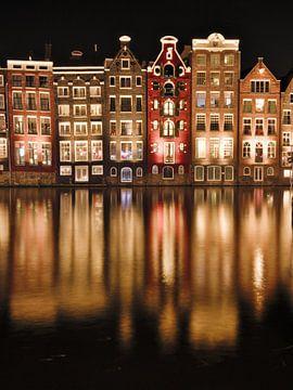 Amsterdamer Grachtenhäuser bei Nacht von Hannon Queiroz