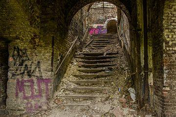 Treppe zum Verfall von Ans Bastiaanssen