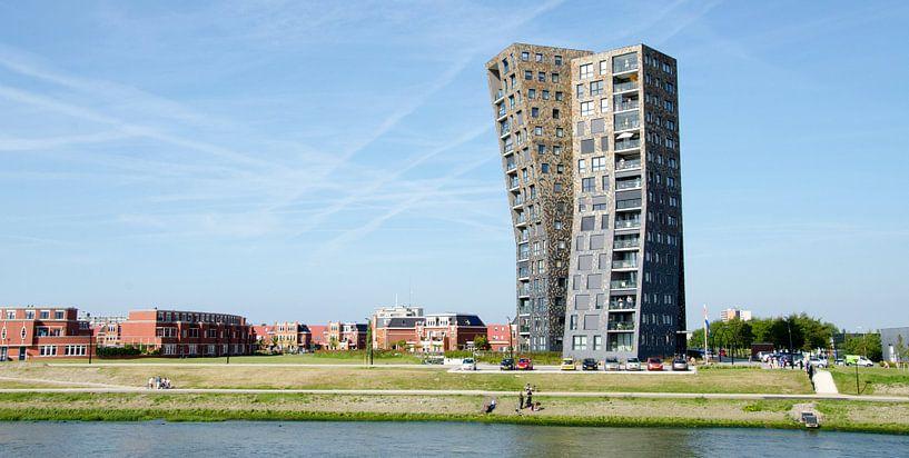 Appartementen 'Elbe' aan de Nieuwe Waterweg in Maassluis van Maurice Verschuur