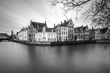Brugge in zwartwit van Ilya Korzelius
