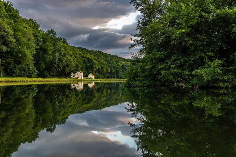 Bourgondische spiegeling aan de Yonne van Gijs Rijsdijk