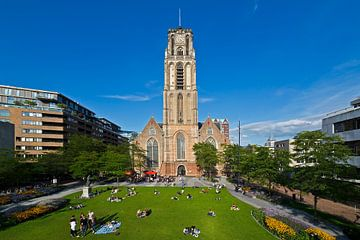 Grotekerkplein Park met de Laurenskerk te Rotterdam van