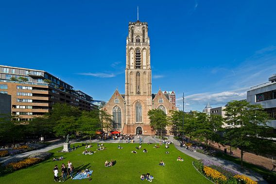 Grotekerkplein Park met de Laurenskerk te Rotterdam van Anton de Zeeuw