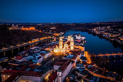 Luftaufnahme von Passau bei Nacht