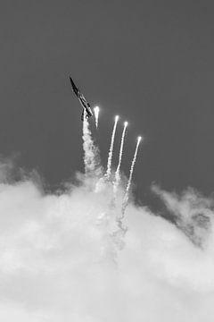F-16 schiet Flares af van Jasper Scheffers