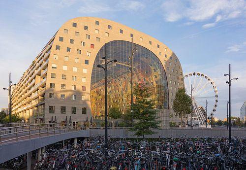 De Markthal en Reuzenrad in Rotterdam