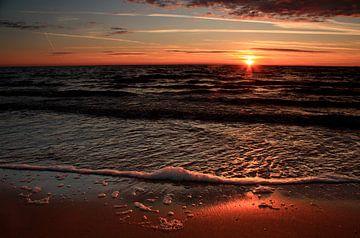 Zonsondergang strand Zweden van Margreet Frowijn