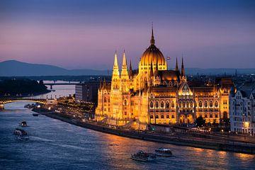 Abendaufnahme des Budapester Parlamentsgebäudes von Keesnan Dogger Fotografie